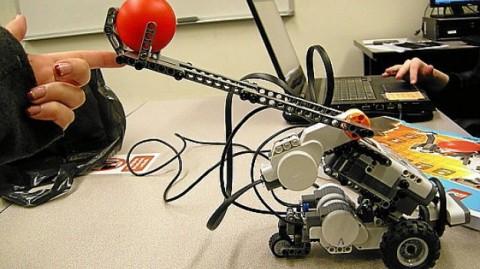 Alunos de robótica adaptam brinquedos para crianças deficientes (www.ionline.pt)
